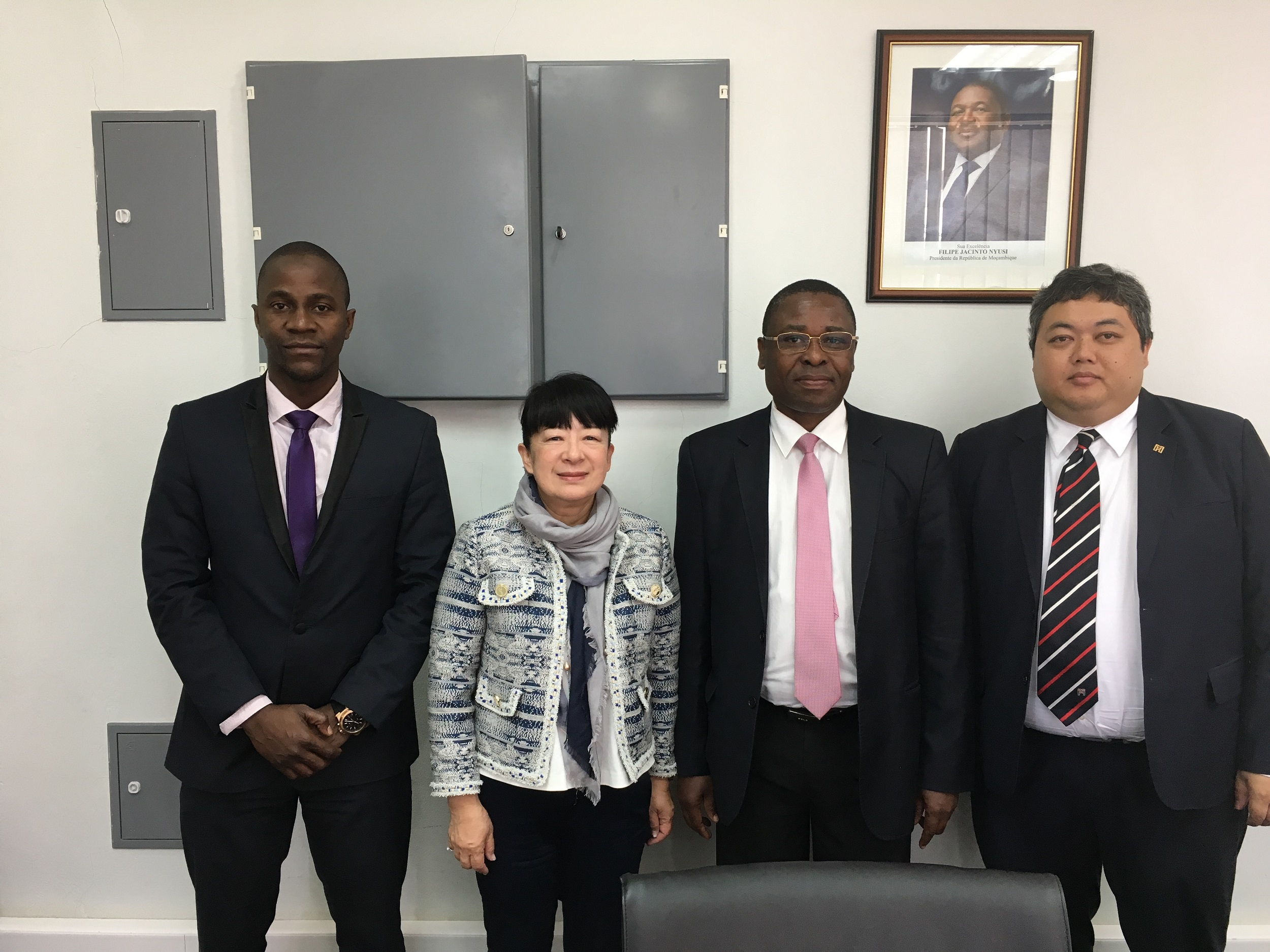 Group photo of the Executive Director of IPIM, Mrs. Irene V. K. Lau with the Director-General of Mozambique Investment and Export Promotion Agency, Lourenço Sambo (second from the right)