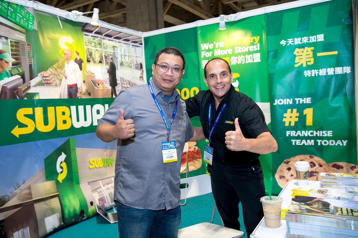 賽百味快餐店港澳區域發展營運總監Michael Kyprianou(圖右)