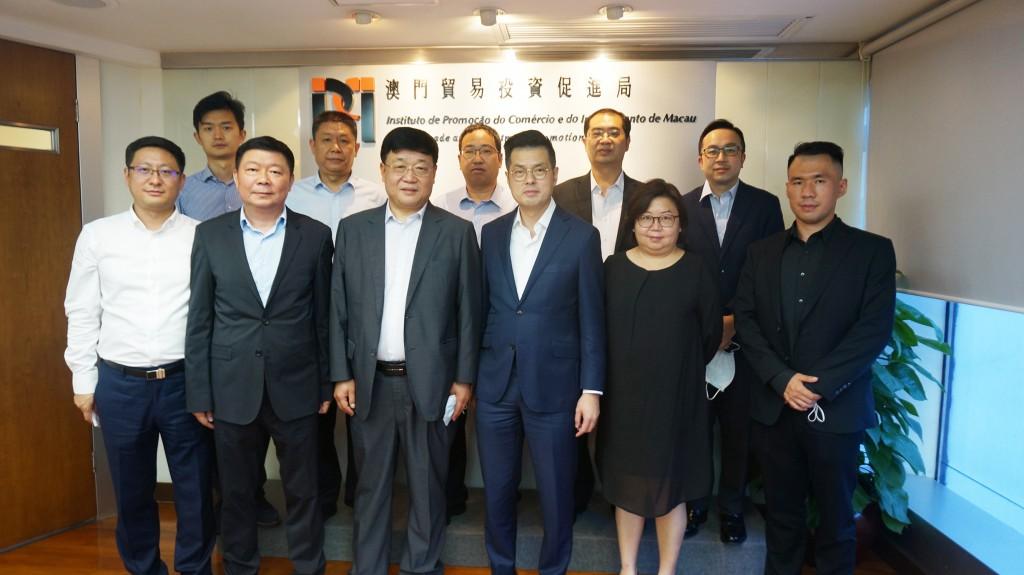 李藻森執行委員與到訪本局的河南省商務廳 二級巡視員蘇國寶一行合影 (2021年6月7日)