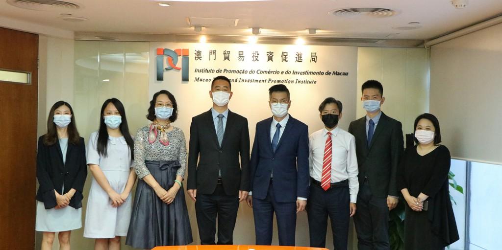 李藻森執行委員與到訪本局的澳門商報社長 朱海生一行合影 (2021年6月24日)